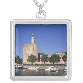 Collier Aigues Mortes, Rhône et canal de Sete, le Gard,