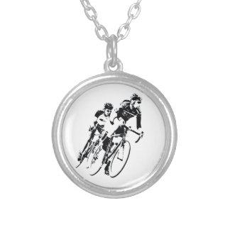 Collier Allez à vélo les coureurs dans le tour