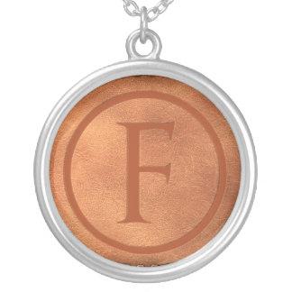 Collier alphabet cuir lettre F