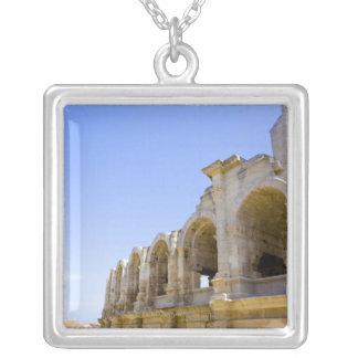 Collier Amphithéâtre romain antique dans Arles,