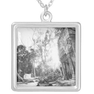 Collier Angkor Cambodge, détails merci Prohm