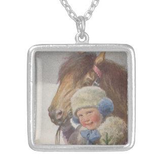 Collier antique vintage de cadeau d'enfant de