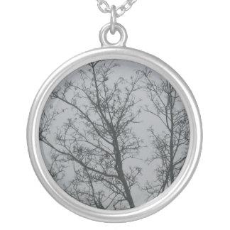 Collier Arbre dans le brouillard
