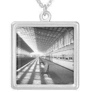 Collier Assouan Egypte, intérieur de station de train de