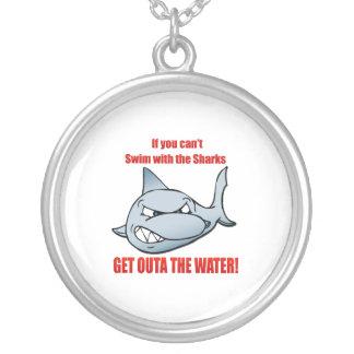 Collier Bain avec les requins