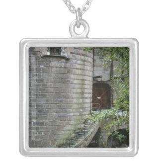 Collier Bâtiment historique en Bretagne, France