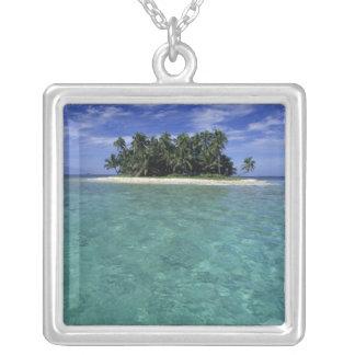 Collier Belize, barrière de corail, île anonyme ou banc de