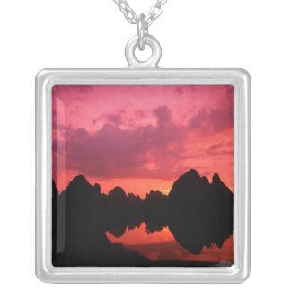 Collier Belle couleur au coucher du soleil des montagnes
