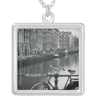 Collier Bicyclette par le canal