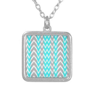 Collier Bleu au néon avec les ailerons gris