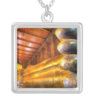 Collier Bouddha étendu géant à l'intérieur de temple, Wat