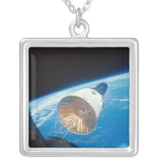 Collier Capsule d'espace de Gémeaux