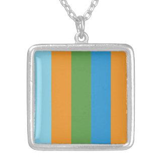 Collier carré plaqué par argent - PAIX de code de