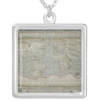 Collier Carte du monde 12