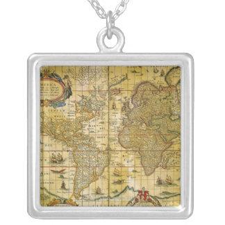 Collier Carte vintage du monde