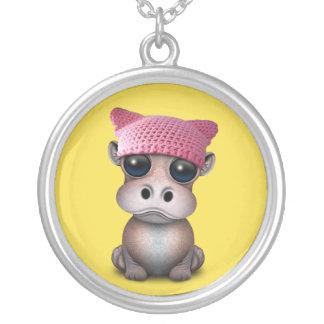 Collier Casquette de port de chat d'hippopotame mignon de