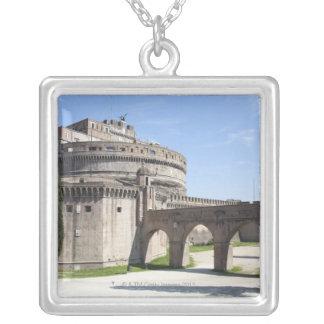 Collier Castel Sant'Angelo est situé près de vatican, 2