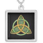 Collier celtique de pendentif de noeud de trinité