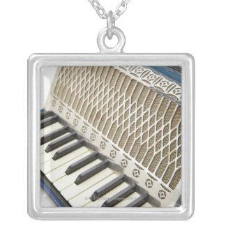 Collier Clavier antique d'accordéon