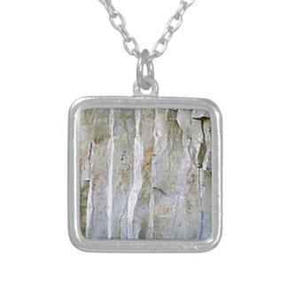 Collier Colonne blanche étroite de roche