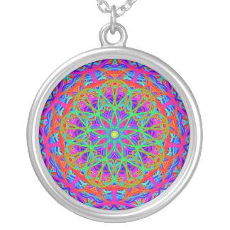 Collier coloré de motif d'exubérance