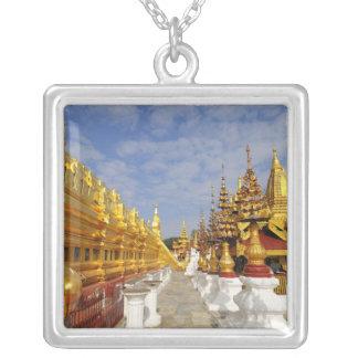 Collier Complexe de pagoda de Shwezigon dans Bagan