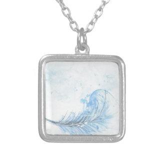 Collier conception bleue de lumière de paix d'art de plume