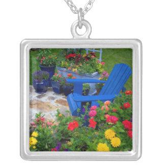 Collier Conception de jardin de récipient avec la chaise