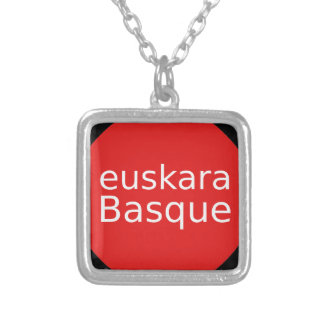 Collier Conception de langue Basque