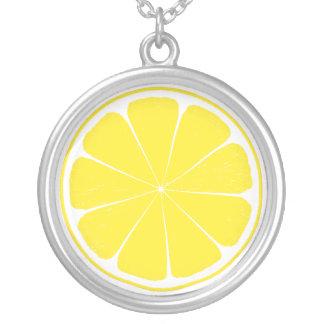 Collier Conception jaune lumineuse de tranche d'agrumes de