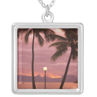 Collier Coucher du soleil au-dessus de Moorea de plage de
