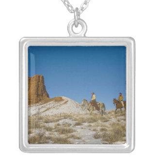 Collier Cowboys sur le cheval d'équitation de Ridge par la