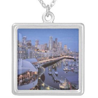 Collier Crépuscule sur le port de Bell à Seattle,