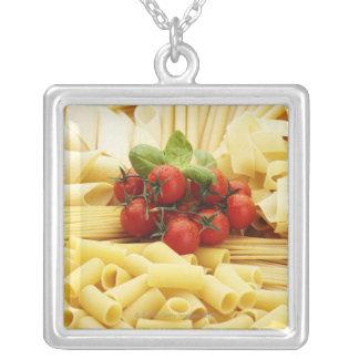 Collier Cuisine italienne. Pâtes et tomates