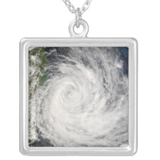 Collier Cyclone tropical Gamede outre du Madagascar