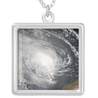 Collier Cyclone tropical Jacob approchant l'Australie