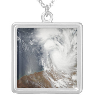 Collier Cyclone tropical Laurence