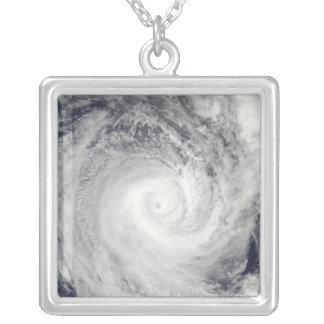 Collier Cyclone tropical Oli outre de la côte du Tahiti