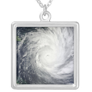 Collier Cyclone tropical Yasi