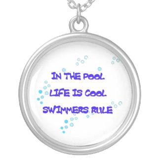 Collier Dans la piscine la vie est fraîche