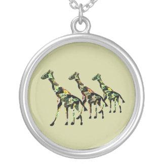 Collier d'argent de famille de girafe