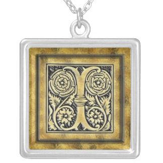 Collier d'argent de style de l'initiale I Goth