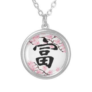 Collier de chance de kanji de fleurs de cerisier