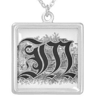 Collier de la lettre M de calligraphie