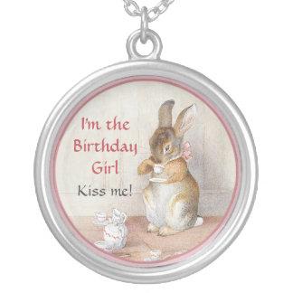 Collier de lapin de fille d'anniversaire de lapin