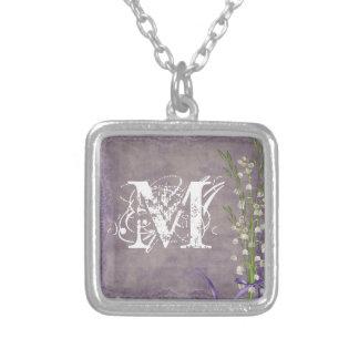 Collier de monogramme de dentelle de pays de fleur