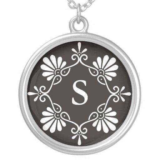 Collier de pendentif de la lettre S de monogramme