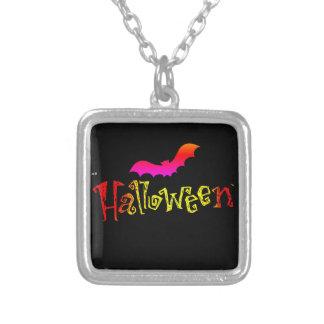 Collier de plat argenté de Halloween