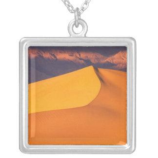 Collier Death Valley à l'aube. La Californie