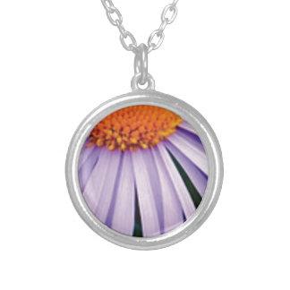 Collier demi d'art de fleur